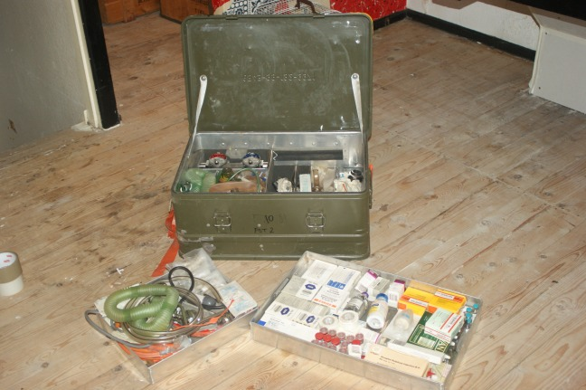 The ventilator and vaporiser for the Triservice can be seen in the case on the left